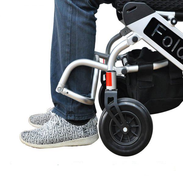 Justerbare fodstøtter - PW999 fleksibel el-kørestol (leje) - PM HelpCare
